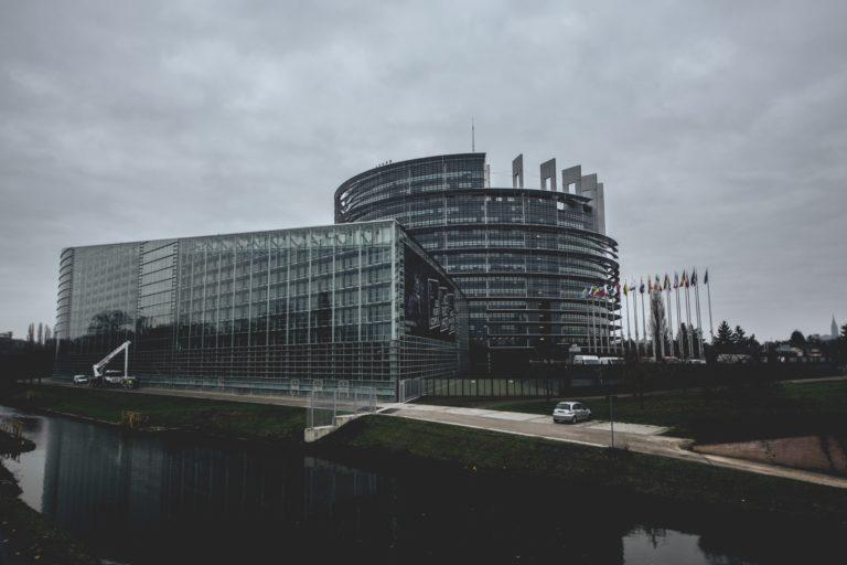 Europarlament decyduje się na wspieranie blockchaina z pełną mocą