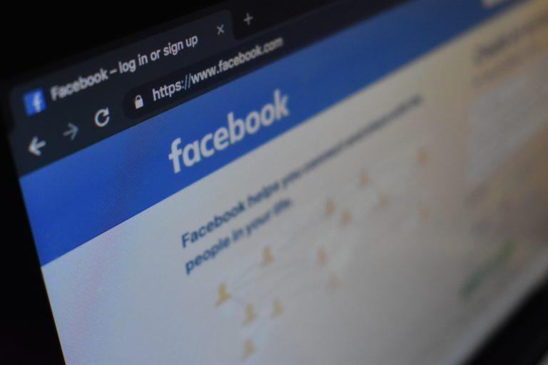 Dlaczego Zuckerberg  zastanawia się nad oparciem Facebooka na blockchainie?